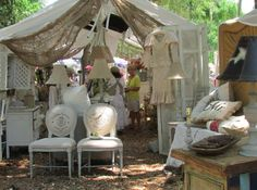 great show display...love the burlap with the soft fabric!....so cool as a set up display