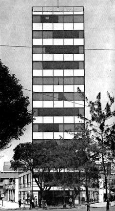 Edificio de oficinas, Insurgentes Sur en la esquina de Chilpancingo, Condesa, México DF nd    Arqs Ramón Marcos Noriega y Salvador Martí Alcantara -    Office Building along Insurgentes Sur, Condesa, Mexico City nd