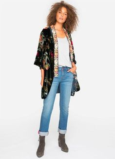 This stunning jacket from Johnny Was is cut in the silhouette of a traditional kimono jacket. Dress it up or down with wider sleeves, open in the front and an A