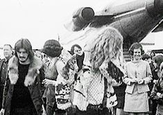 Led Zeppelin at the Reykjavik Airport, 22 June 1970. They're all gorgeous, especially Jimmy!! ;)