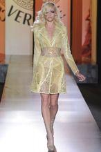 Atelier Versace Parigi - Haute Couture Fall Winter - Shows - Vogue. Atelier Versace, Gianni Versace, Versace Versace, Donatella Versace, Versace Fashion, Couture Fashion, Runway Fashion, Spartacus, Fashion Week