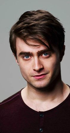 Daniel Radcliffe, Actor: Harry Potter and the Deathly Hallows: Part Daniel Ja. - Daniel Radcliffe, Actor: Harry Potter and the Deathly Hallows: Part Daniel Jacob Radcliffe was b - Daniel Radcliffe Harry Potter, Daniel Radcliffe Young, Daniel Harry Potter, Daniel Radcliffe Movies, Saga Harry Potter, Harry Potter Actors, Theme Harry Potter, Hogwarts, Mary Johnson