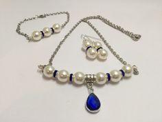 Parure complète, perles marine et ivoire  , réf  756 de la boutique perlesacoco…