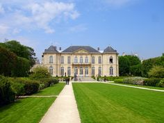 Musee Rodin (Was so special 'hang out' at this Rodin Museum many years ago---very inspiring! Don't miss it if you go to Paris! Auguste Rodin, Places To See, Places Ive Been, Rodin Museum, Museum Hotel, Gates Of Hell, Camille Claudel, French Sculptor, Paris Hotels