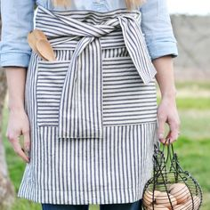 Can you cut a rectangle? Can you sew a straight line? Then you can make this apron in less than 30 minutes!