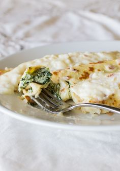 Delicious and step by step recipe for Spinach and Ricotta Stuffed Crepes Chilean Recipes, Chilean Food, Houston Food, Spinach Ricotta, Crepe Recipes, English Food, 30 Minute Meals, Latin Food, Breakfast Recipes