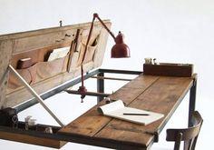 Recycling: Ein Schreibtisch aus einer alten Tür