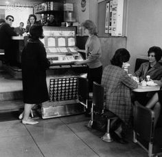 The Mods. Jukebox in diner. Diner Restaurant, Burger Places, Retro Diner, Retro Kids, Sometimes I Wonder, Thing 1, Soda Fountain, Phonograph, Love Photos