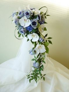 Crescent bouquets on pinterest wedding bouquets for Crescent bouquet
