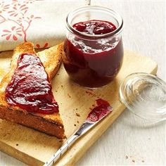 Highbush Cranberry Jam Recipe -Although not true cranberries, highbush cranberries also have tart red fruits that can be used in cooking. This is a lovely spread with mouthwatering tangy flavor. Cranberry Jelly Recipes, Cranberry Jam, Freezer Jam Recipes, Canning Recipes, Highbush Cranberry, Jam And Jelly, Food To Make, Favorite Recipes, Eat