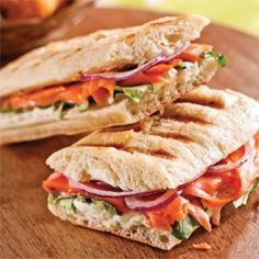 Panini with smoked salmon and arugula Paninis, Food Truck Festival, Panini Sandwiches, Prepped Lunches, Street Food, Italian Recipes, Chicken Recipes, Food Photography, Bruchetta