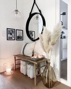 Iso nahkareunuksinen Gubi Adnet peili tuo näyttävän elementin eteisen rentoon tunnelmaan. Iso, Koti, Oversized Mirror, Decoration, Furniture, Home Decor, Decor, Decoration Home, Room Decor