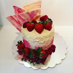 Strawberry cake Strawberry, Cakes, Desserts, Food, Tailgate Desserts, Deserts, Cake Makers, Kuchen, Essen
