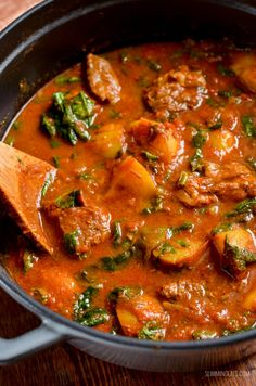 a fakeaway night, with this delicious and Syn Free Beef and Potato Curry, leaving you plenty of syns to enjoy a couple of poppadums. Slimming World Beef Curry, Slimming World Vegetarian Recipes, Slimming Recipes, Curry Recipes, Beef Recipes, Cooking Recipes, Healthy Recipes, Healthy Food, Gastronomia