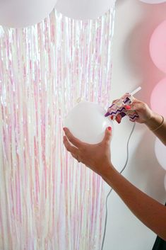 A super easy balloon garland DIY! Two inexpensive must have items to make your balloon garland stress free! Balloon garlands make any backdrop pop with dimension and color, and are my favorite things to put up for any party. Baloon Garland, Balloon Backdrop, Diy Backdrop, Balloons, Diy Party Garland, Balloon Columns, Balloon Decorations, Birthday Party Decorations, Diy Birthday Backdrop