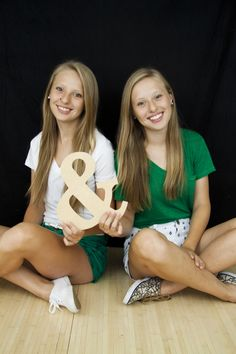 #senior #twin #girls #cute #prop