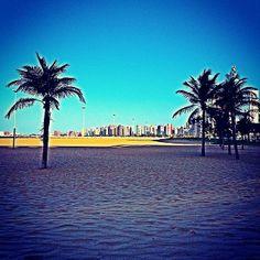 A Praia de Iracema é uma praia do bairro nobre homônimo, no município de Fortaleza (CE). No entardecer, moradores locais e turistas começam a rumar para Iracema, em busca das diversas opções de restaurantes e diversão noturna. Foto: @tomsouzajr