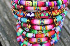 armbandjes uit Bolivia/Peru er zijn zoveel grappige motiefjes!