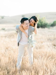 Engagement shoot cuties: http://www.stylemepretty.com/2015/09/03/golden-hills-engagement-session/ | Photography: Honey Honey - http://www.hoooney.com/