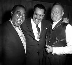 Louis Armstrong, Cab Calloway and singer Billy Daniels Sound Of Music, Music Love, Pop Music, Jazz Artists, Jazz Musicians, Black Artists, Coloured People, Louis Armstrong, Smooth Jazz