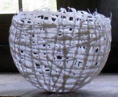 katoenpulp op katoendraad Marleen Holvoet Diy Arts And Crafts, Hobbies And Crafts, Paper Art, Paper Crafts, Metal Earth, Paper Bowls, Encaustic Art, Paper Basket, Paperclay