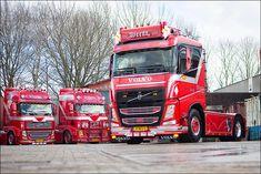 In Klundert nam Weeda Transport onlangs twee bijzondere Volvo FH-trekkers in gebruik, beide Volvo FH 500 4x2 trekkers, maar één uitgevoerd met een klassieke slaapcabine en de andere met een Globetrotter XL. Opvallend aan de trucks is de special paint. De Volvo-trekkers werden afgeleverd door Volvo Trucks-dealer Bluekens Truck en Bus Roosendaal.  De twee Volvo FH-trekkers zijn een uitbreiding op het Weeda-wagenpark, dat vooral actief is in het containervervoer. In totaal heeft het bedrijf…