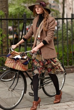 Rugby Ralph Lauren Announces Their Tweed Run, An Effort For New Yorkers To Bike In British/Vintage Tweed - women Life ideas Mode Outfits, Winter Outfits, Fashion Outfits, Fashion Trends, Skirt Outfits, Fashion Bloggers, Dress Fashion, Fashion Boots, Fashion News