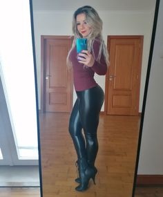 Leather Tights, Leather Pants Outfit, Leather Trousers, Leather Shorts, Shiny Leggings, Leggings Are Not Pants, Pvc Leggings, Sexy Outfits, Cute Outfits