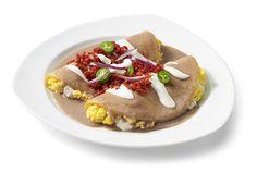 ¿Qué tal si preparas nuestra receta de enfrijoladas potosinas para el desayuno? Una receta fácil y rápida de preparar, ¡Te encantarán!