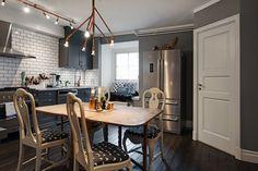 ihana keittiö ja hyvän värinen lattia