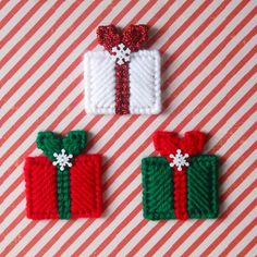 Plastic Canvas: Christmas Gifts Mini Magnets (set of 3) by ReadySetSewbyEvie on…
