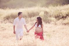 Summer pregnancy photography by Vince and Carla Photography