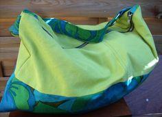 Swing est un grand sac de style bohème, fourre-tout et très spacieux. Il dispose d'une grande poche zippée intérieure qui permettra d'isoler les affaires importantes. Dimensions : largeur : 61...