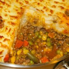 This recipe for the ultimate comfort food, Super Shepherd's Pie is a family favourite. Ground beef and veggies smothered in a rich tasty gravy, topped with mashed potatoes. If you like add a layer of melted cheese for even more incredible flavour! Casserole Recipes, Meat Recipes, Dinner Recipes, Cooking Recipes, Healthy Recipes, Recipies, Dinner Ideas, Chicken Recipes, Barbecue Recipes