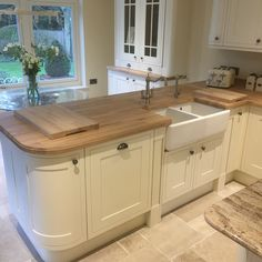 For our 100 Beautiful Kitchens competition, we asked builders to share photos of a Howdens kitchen they have installed. This is our Tewkesbury Framed White kitchen, shared by on Instag Cottage Kitchens, Home Kitchens, Small Cottage Kitchen, Open Plan Kitchen, New Kitchen, Country Kitchen Diner, Small Country Kitchens, 1960s Kitchen, Barn Kitchen