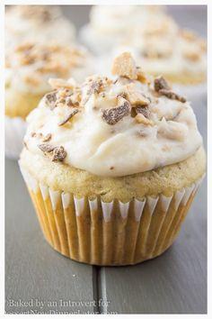 Banana Chocolate Toffee Cupcakes via @dessertnowblog/  // #banana #toffee #cupcakes #overripe #Overripebanana