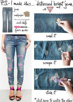 Você vai precisar de :- Uma calça jeans- Lixa- Caneta para tecido.Passe a lixa em movimento de vai em vem no local que quer os desfiados, em seguida se quiser pode passar uma caneta colorida pra da...