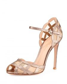 Metallic/Mesh Peep-Toe Sandal, Gold by Gianvito Rossi at Bergdorf Goodman. Pretty Shoes, Beautiful Shoes, Cute Shoes, Me Too Shoes, Daily Shoes, Shoe Boots, Shoes Heels, Heeled Sandals, Cinderella Shoes