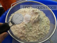 Sift the ingredients to gether for rusk recipe - Tina's Happy Place Healthy Juice Recipes, Healthy Juices, Buttermilk Rusks, Rusk Recipe, South African Recipes, Dessert Recipes, Desserts, Oatmeal, Bread
