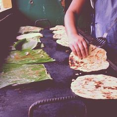 Nicaragua - Guirilas in Somoto . only ingredient is fresh corn - photo from calleyp via Nicaragua Dispatch Nicaraguan Food, World Recipes, Latin America, International Recipes, Cant Wait, Street Food, Delicious Food, Memories, Fresh