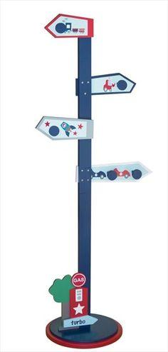KIDS CONCEPT Tre Kleshenger Til Barnerommet - 'Turbo' Blå - Stilig kleshenger med kroker i to høyder og med bil-, traktor- og raketmotiv fra prisbelønte, Svenske barnemøbler merkevare, Kids Concept . Passer bra til skolesekken, gymposen, klær osv.  En frittstående og morsom kleshenger fra Kids Concept for å gi viktig lagringsplass i barnerommet. Kr 799