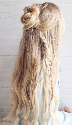 Give your concert hairstyle an ethereal touch by adding loose, haphazardly placed braids.