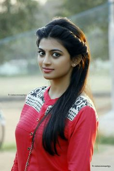 Anandhi in En Aaloda Seruppa Kaanom Movie Photos Stylish Girl Images, Stylish Girl Pic, Beautiful Girl Photo, Gorgeous Women, Most Beautiful Indian Actress, Beautiful Actresses, Beauty Full Girl, Beauty Women, India Beauty
