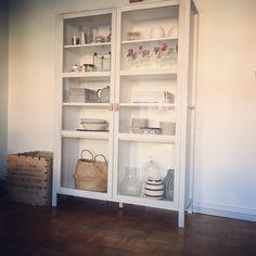 Äntligen är skåpet färdigt ♡★#interiordesign #vitrinskåp #björknäs #diy #tinek…