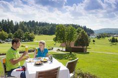 Nach dem #Golfen die kulinarischen Besonderheiten im #Granithügelland genießen. Weitere Informationen zu #Golfurlaub im #Mühlviertel in #Österreich unter www.muehlviertel.at/golfen - ©Oberösterreich Tourismus/Erber Hotels, Golf Courses, Dolores Park, Travel, Tourism, Viajes, Destinations, Traveling, Trips