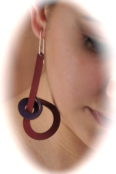 Recycled leather jewelry by Ruth Schaffer of Buenos Aires, Argentina.   Aro en cuero reciclado