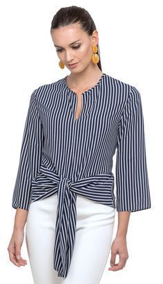 Blouse in the woven touch silk with stripes movement and light opening in the decote blouse light movement opening stripes touch woven fashion Blouse Styles, Blouse Designs, Mode Outfits, Casual Outfits, Ootd Fashion, Fashion Dresses, Work Looks, Mode Inspiration, Dress Patterns