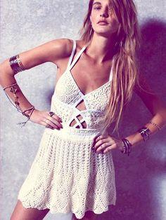 Boho Look | Vestido de crochet, braceletes e pulseiras boho chic
