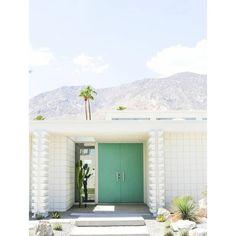 Parce qu'il n'y a pas que l'intérieur qui compte, petite inspiration retro avec les magnifiques façades art deco de Palm Springs en Californie. Si un jour vous ne me trouvez pas je serai sans doute là bas ! 😁🤗⠀ Suivez @lesesthetes pour plus d'inspiration !⠀ #lesesthètes⠀ .⠀ .⠀ .⠀ #nantescity#nantesmaville#nantespassion#igersnantes#igers44#nantesvintage#secondemain#brocanteenligne#brocantestyle#consommationresponsable#economiecirculaire#instabroc#vintagedesign#instavintage#chiner