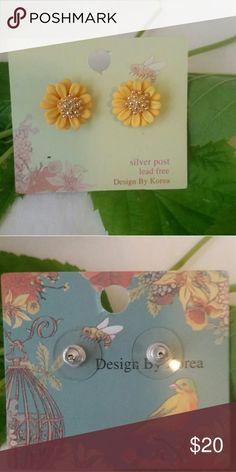 Flower earrings Yellow flower earrings with gold plating in center silver post lead free design by Korea new Jewelry Earrings